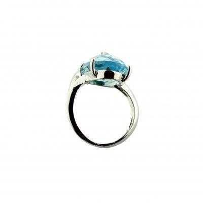 Anello oro bianco 18kt con topazio azzurro