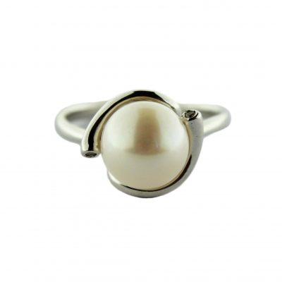 Anello oro bianco 18Kt con perla Fresh Water e zirconi