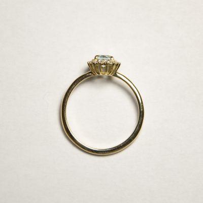 Anello oro giallo 18Kt con topazio azzurro ovale