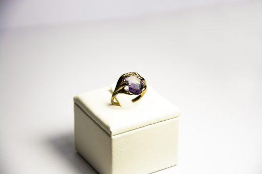 Anello oro bianco 18kt con ametista ovale