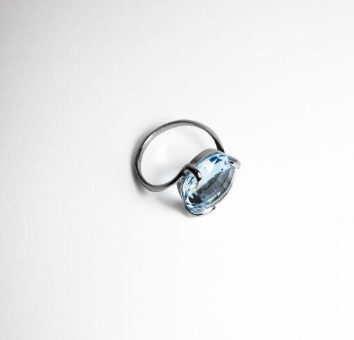 Anello oro bianco 18Kt con topazio azzurro tondo