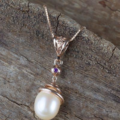 Ciondolo oro rosa 18kt con ametiste e perla fresh water a goccia