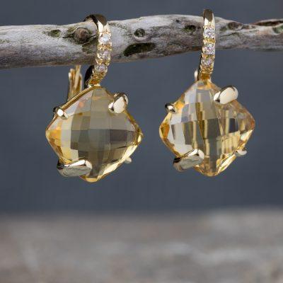 Orecchini oro giallo 18kt con citrini quadrati e zirconi