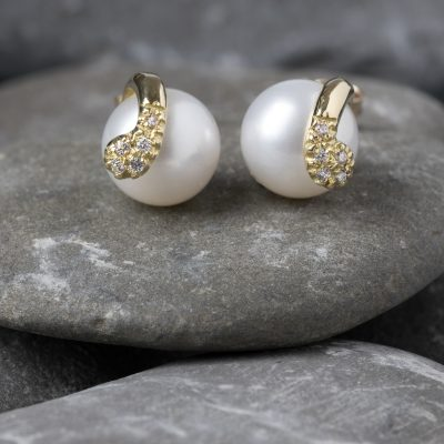 Orecchini oro giallo 18kt con perle freshwater e zirconi