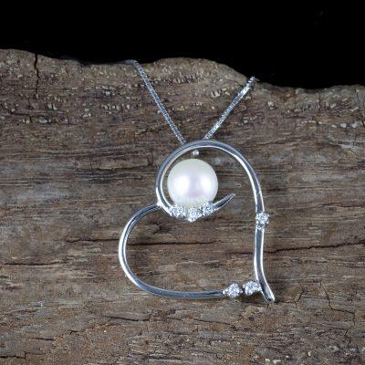 Girocollo veneziana con cuore in oro bianco 18kt e perla fresh water con zirconi
